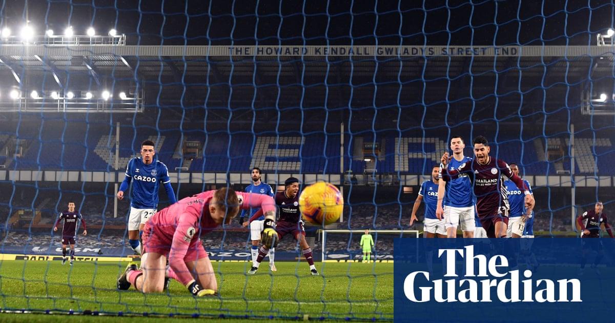 Jordan Pickfords error helps Leicester make their point at Everton