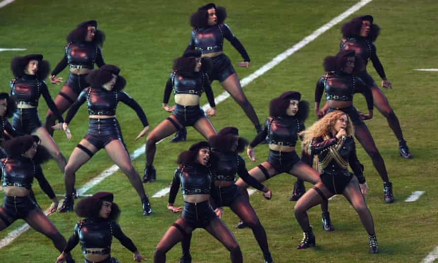 Beyoncé and dancers performing at the 2016 Super Bowl.