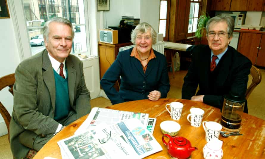 David Owen, Shirley Williams and Bill Rodgers recreate their 1981 meeting at David Owen's house in 2006.
