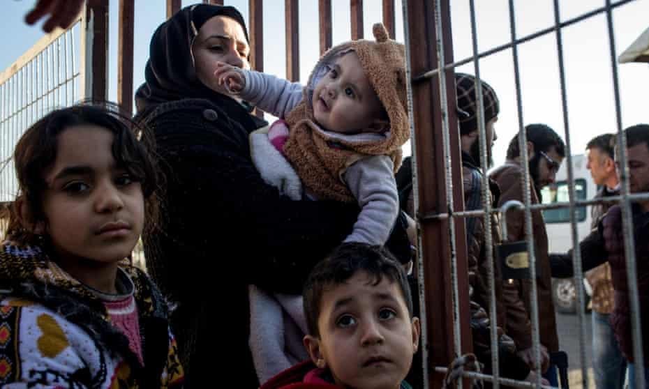 Syrian refugees wait at the Turkish border at Kilis, February 2016