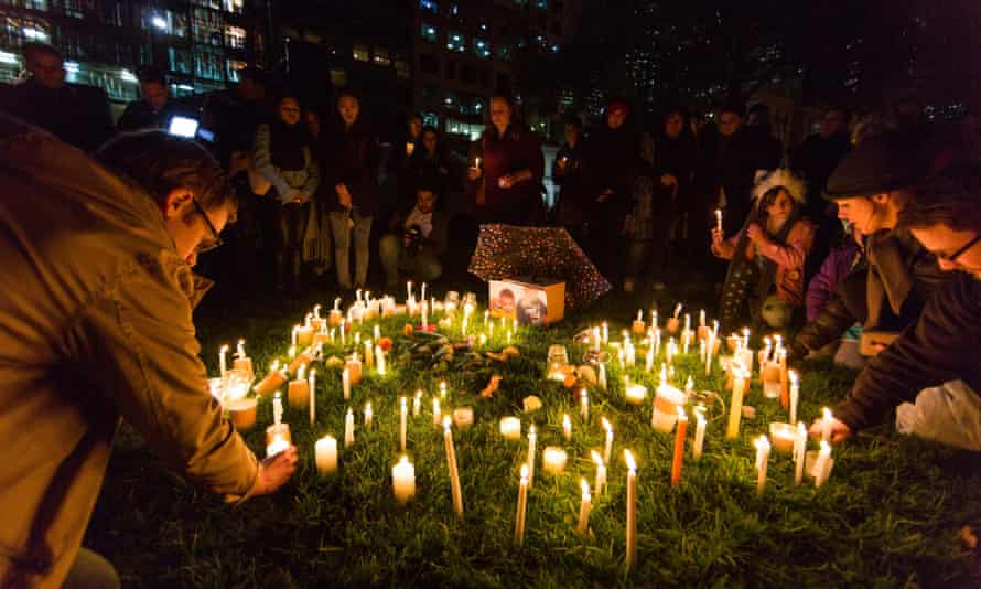 A #LighttheDark vigil in Melbourne remembers Syrian refugees Aylan and Galip Kurdi.