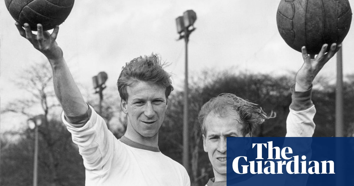 Football and dementia: players who died with or are living with the disease