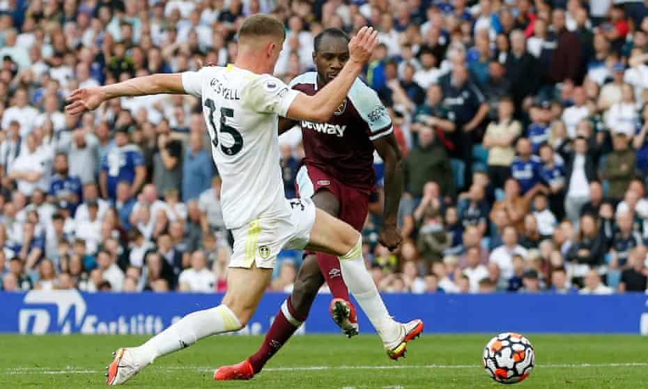 Michail Antonio scores West Ham's winner against Leeds