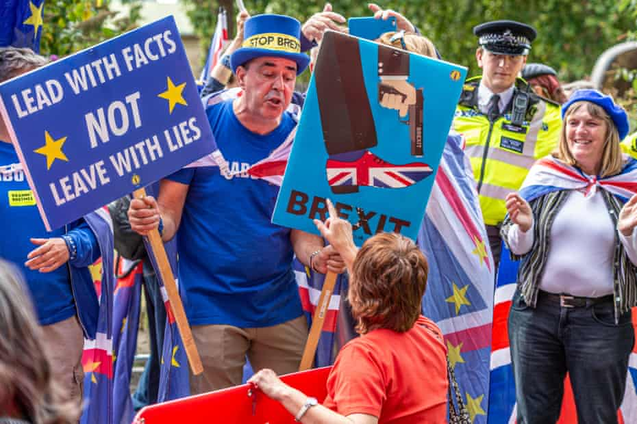 Pro-and anti-Brexit protesters arguing in London in 2019.