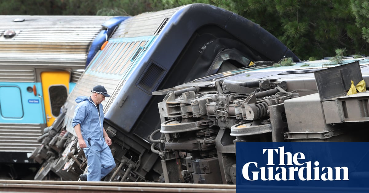 Train travelling at eight times the speed limit before it derailed, killing two, in Victoria – report