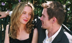 A close-up of Jesse (Ethan Hawke) with his arm casually around and Céline (Julie Delpy) as they look at each other adoringly in Before Sunset (2004).