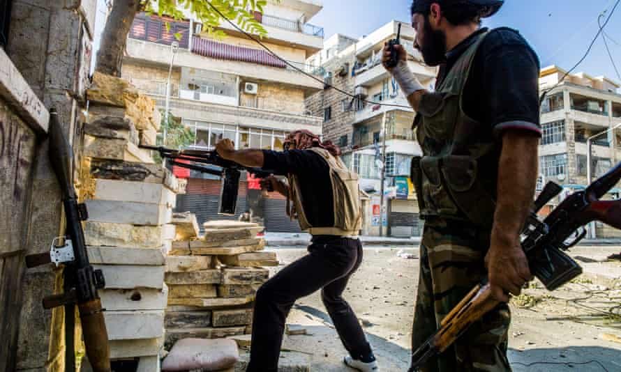 Free Syrian Army rebels shooting at government position and snipers in the Aleppo neighbourhood of Salahuldin in August 2012