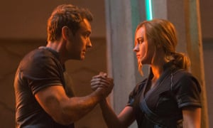 Jude Law and Brie Larson in Captain Marvel.