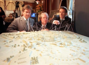 (L-r) Chairman Bob Ayling, culture secretary Chris Smith and Peter Mandelson inspect a model of the dome.