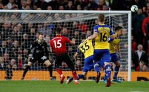 Andreas Pereira curls home United's equaliser to make it 1-1.