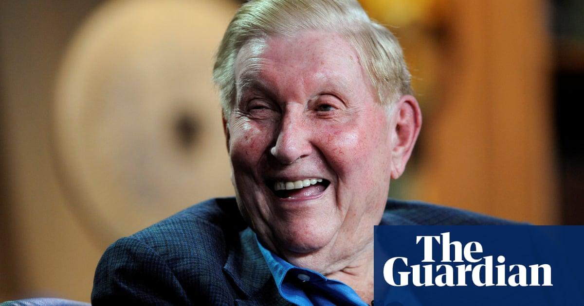 Sumner Redstone, media mogul who led Viacom, dies aged 97