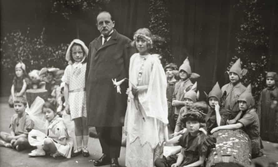JM Barrie at the Moat Brae academy with pupils in 1924.