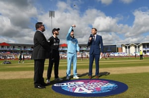 Morgan wins the toss, England will bat first.