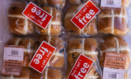 hot cross buns on a buy-1 get-1 free promotion