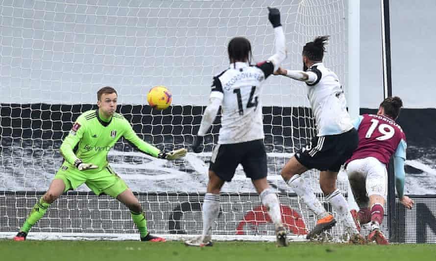 Jay Rodriguez heads Burnley's opening goal past Fulham's Marek Rodak