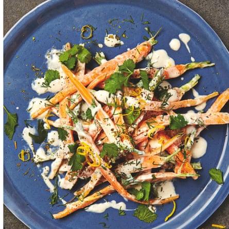 Carrot salad with yoghurt, cinnamon and herbs