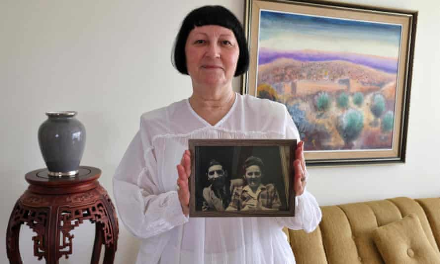 Shoshana Greenberg in Tel Aviv last month with a portrait of her parents.