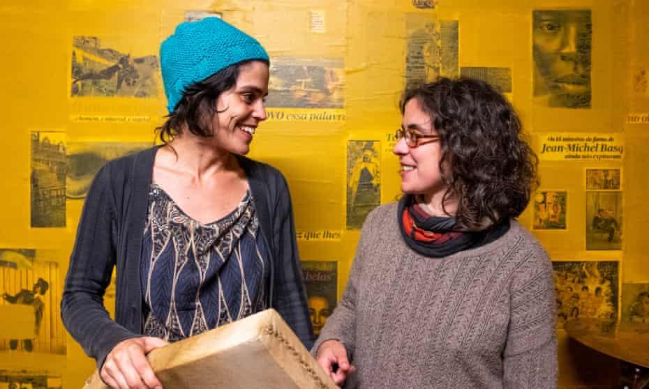 Folk musicians Sofia Mestre, 29, and Rita Só, 31, in their Stop studio .