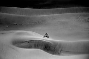 Stage 11 Alula - Yanbu KTM Factory Team's Daniel Sanders tackles a dune