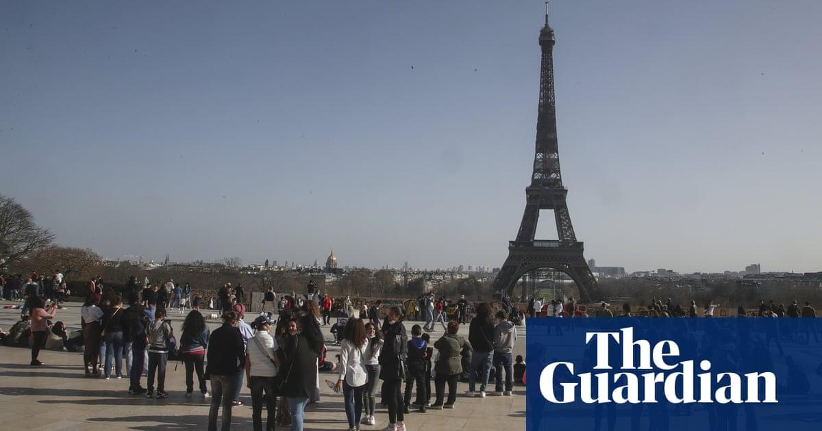 Weekend lockdown in Paris would be 'inhumane', says mayor