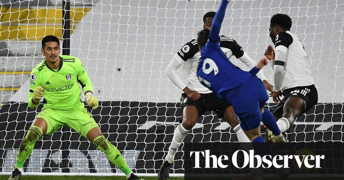 Chelsea back to winning ways as Mason Mount sinks 10-man Fulham