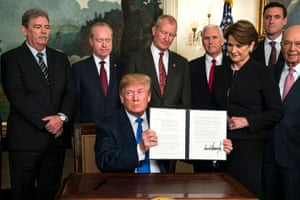 Trump places tariffs on Chinese importsepa06621270 US President Donald J. Trump (C) raises a presidential memorandum targeting what the White House termed 'China's economic aggression' in the Roosevelt Room of the White House in Washington, DC, USA, 22 March 2018. China is threatening retaliation for the tariffs on $50 billion US dollars (40 billion euros) of Chinese imports, sparking further fears of a trade war. EPA/JIM LO SCALZO