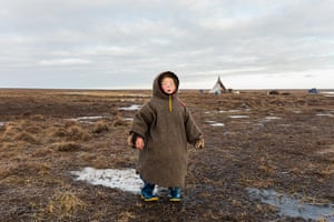 For four-year-old Christina, the vast landscape of the tundra in autumn is her playground, and she makes a game of breaking the thin ice that forms over pools of water. As winter arrives, the layers of ice harden and Christina finds great joy in rolling on the thick frozen ice