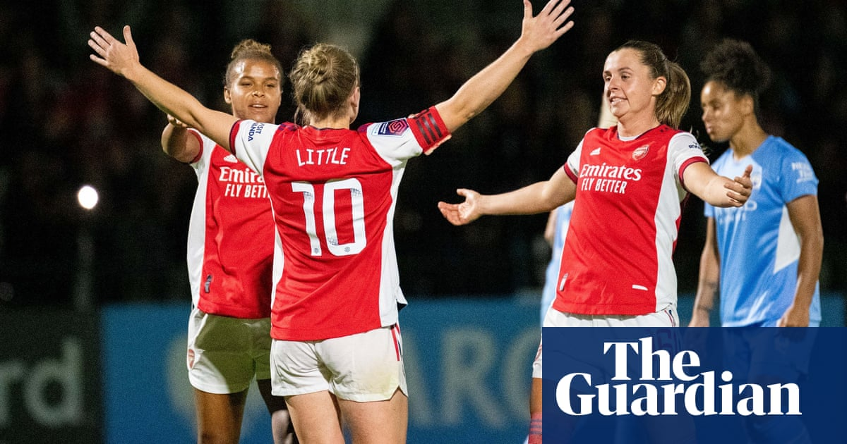 Arsenal dismantle Manchester City to go top of the WSL