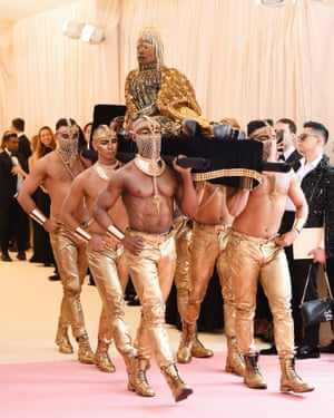 Billy Porter arrives at the 2019 Met Gala.