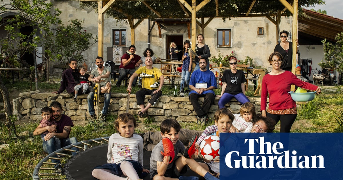 Portraits of families living together through coronavirus | Art and design - The Guardian