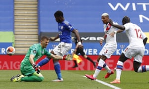Kelechi Iheanacho of Leicester scores the opening goal past Palace keeper Vicente Guaita.