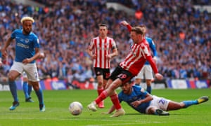 Aiden McGeady slots home his second in extra time.