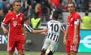 Eintracht Frankfurt's Marco Fabian celebrates scoring his side's second equaliser against Bayern Munich.