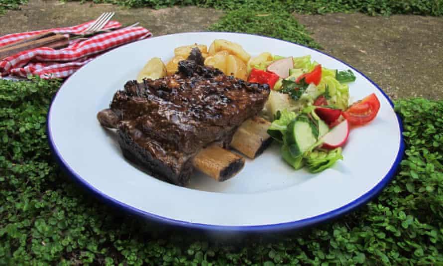 Barbecued short ribs.