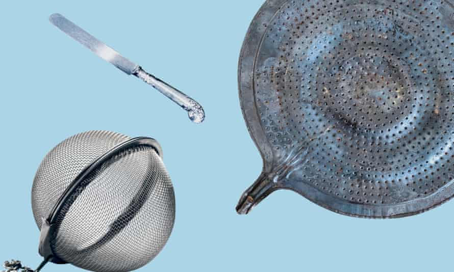 Tea strainer, butter knife and heat diffuser