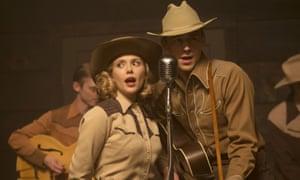 Elizabeth Olsen as Audrey Williams and Tom Hiddleston as Hank Williams.