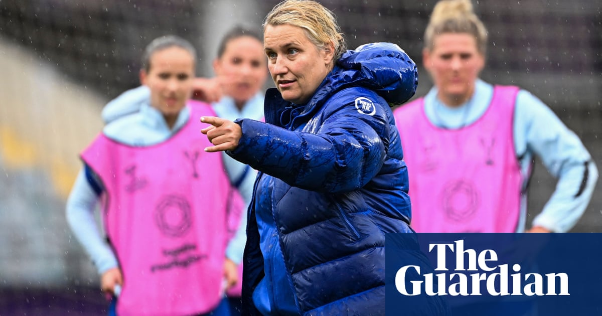 Women's Super League: Hayes gets new Chelsea deal and Parris joins Arsenal