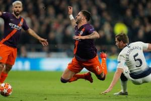 Manchester City's Kyle Walker faces the challenge of Tottenham's Jan Vertonghen.