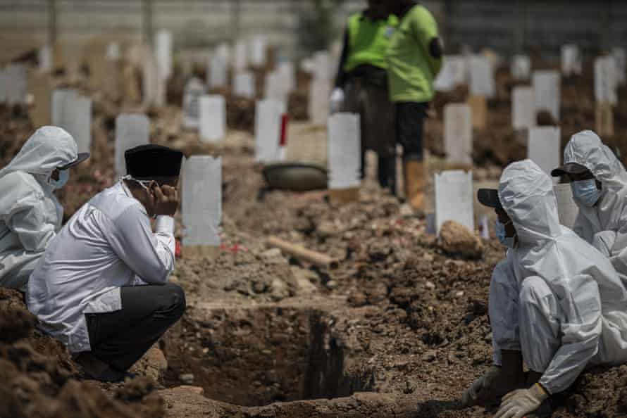 Dozens are buried at Rorotan every day.