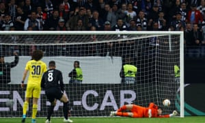 Chelsea keeper Kepa fails to reach Eintracht Frankfurt's header, while Luka Jovic and the home side lead the way.