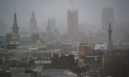 Worries about pollution and poor air quality in London are growing. They are highlighted on naturally foggy days, as polluting particles tend to increase the intensity of the fog.