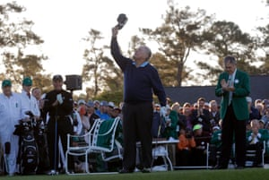 Jack Nicklaus tips his hat to the sky in honor of Arnold Palmer as fellow honorary starter Gary Player, third left, and Billy Payne, Chairman of Augusta National Golf Club, right, applaud before Nicklaus teed off during the ceremonial tee off to start the 2017 Masters.
