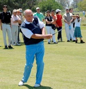Roberto De Vicenzo teeing off on the first hole during the annual De Vicenzo Classic tournament in Buenos Aires in 2006.