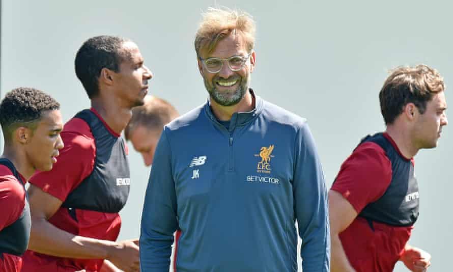 Jürgen Klopp takes a Liverpool training session