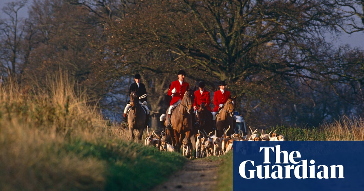 Two suspended after 'lockdown breach' by east Midlands hunt
