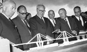 Riccardo Morandi demonstrates a model of Morandi Bridge to the then Italian president, Giuseppe Saragat, during the bridge's inauguration.