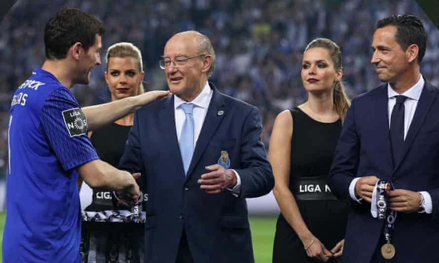 Porto's goalkeeper Iker Casillas (left) and president, Jorge Nuno Pinto da Costa (centre), celebrate winning the league in May 2018.