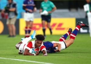 Kotaro Matsushima scores Japan's second try.