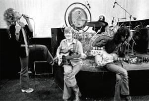 Led Zeppelin, 1975