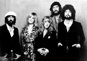 Fleetwood Mac in 1975: John McVie, Christine McVie, Stevie Nicks, Mick Fleetwood, and Lindsey Buckingham (left to right).